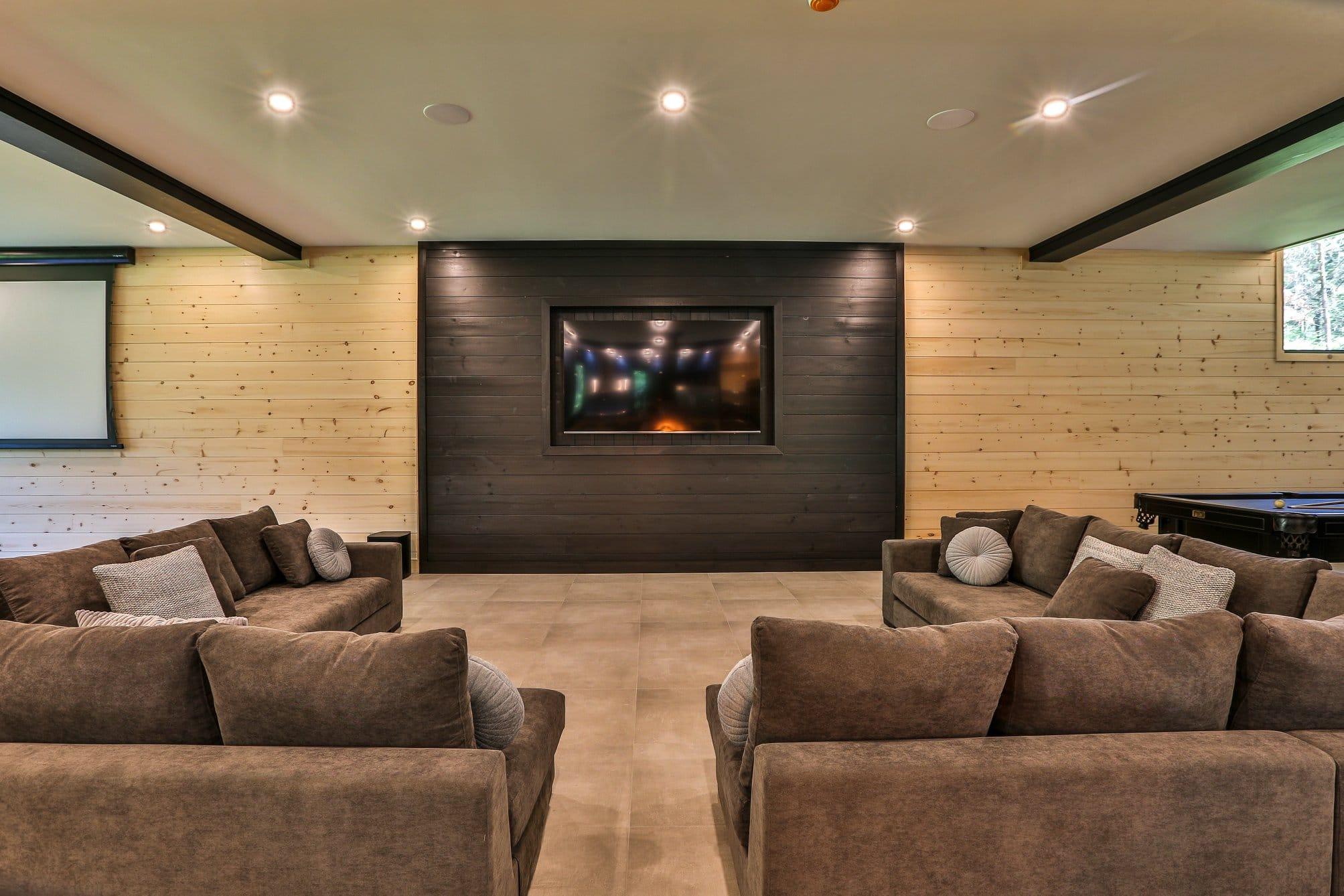 Salon avec écran géant